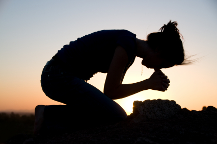 woman-kneeling-in-prayer